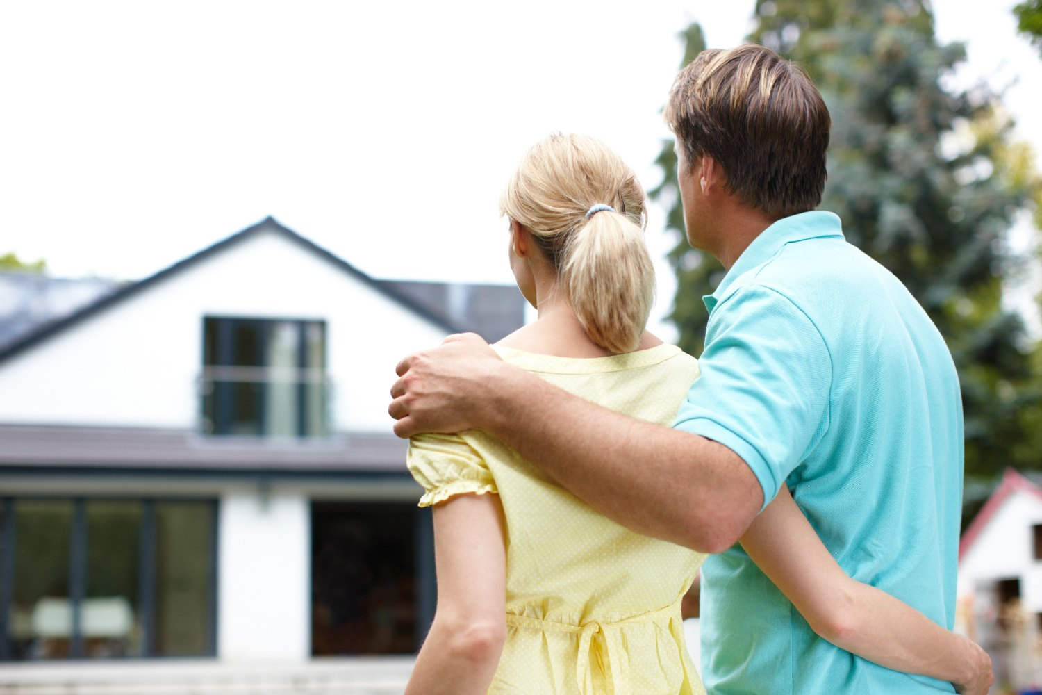 young couple looking at house buying a homee